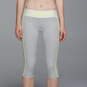 2 pair Lululemon Inner Essence Crop - size 8
